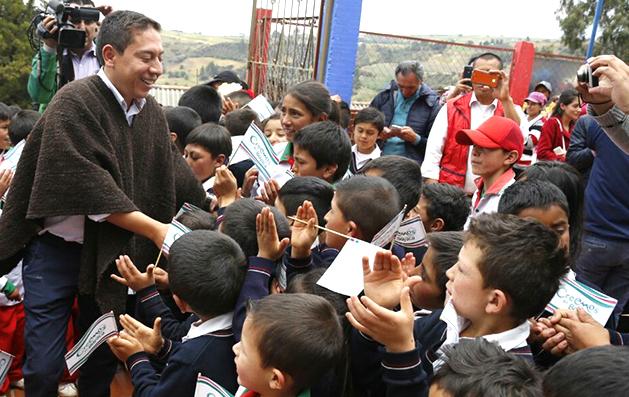 Con entusiasmo, gobernador Carlos Amaya recibió acuerdo entre Gobierno Nacional y magisterio